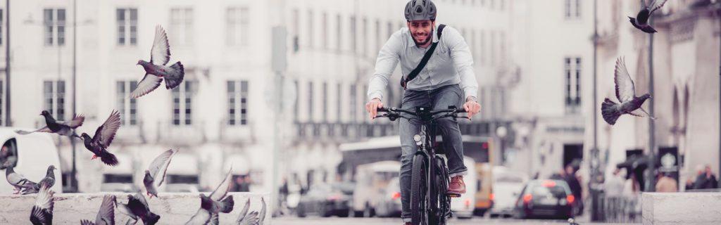 Los modelos de las bicicletas eléctricas que son plegables son la mejor opción para los que la usan para ir al trabajo.