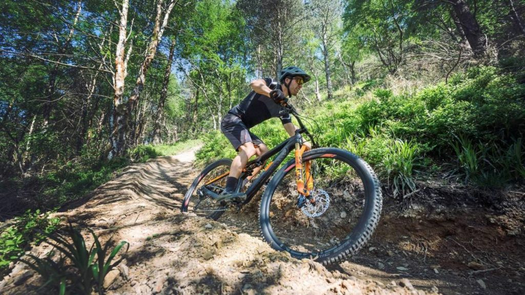 Con una e-bike montañera, el ciclista puede llegar a dónde jamás lo haría con una bicicleta común.