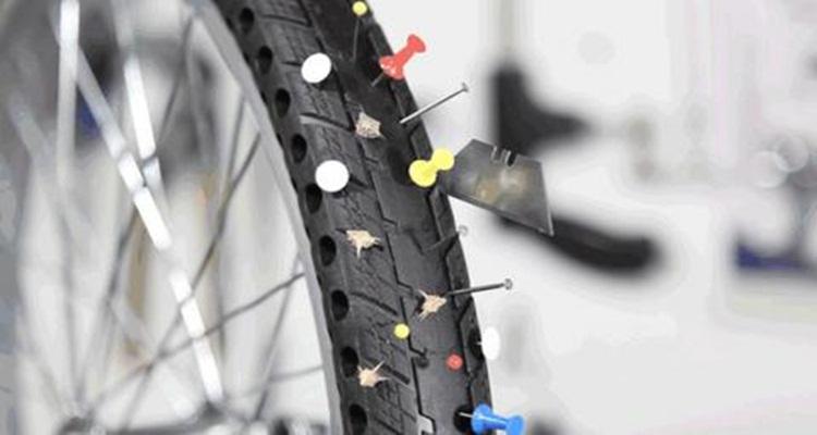 Pedalea de una manera segura, evitando espichar tus neumáticos.